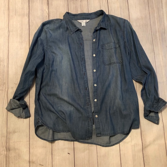 Old Navy Tops - Old Navy relaxed fit chambray shirt. Size XL.
